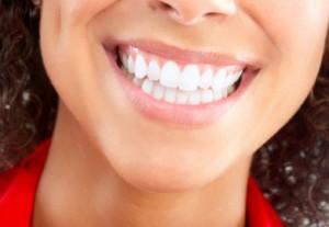 Lächeln, weiße Zähne