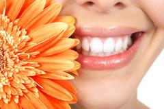 Lächeln, Zähne, frischer Atmen
