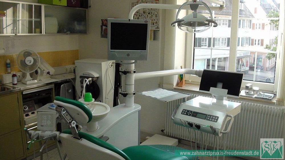 Zahnarztpraxis Freudenstadt, Sacha Karmoll, Parodontologie, Professionelle Zahnreinigung, Teleskopprothese, Vollkeramik, Lachgas